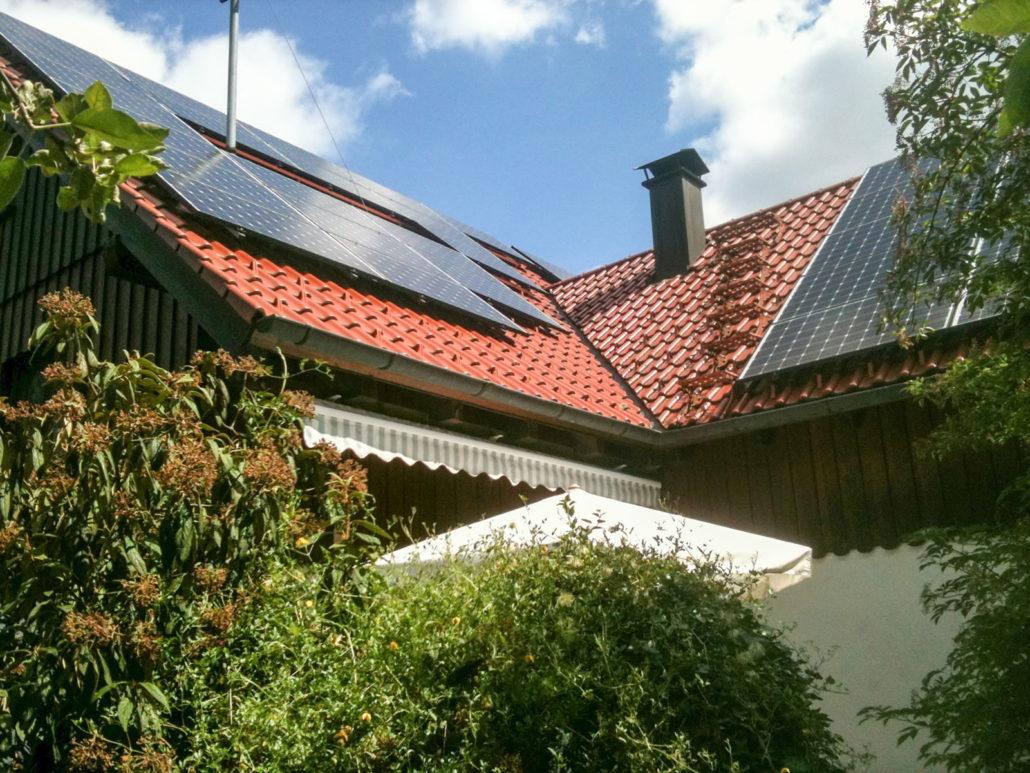 photovoltaik solaranlage mit batteriespeicher privathaus. Black Bedroom Furniture Sets. Home Design Ideas